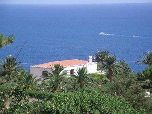 """wow"" villa overlooking beach"